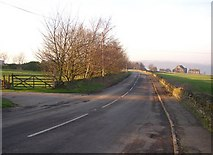 SE1220 : Pinfold Lane, Fixby / Rastrick by Humphrey Bolton
