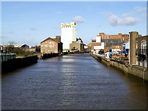 TA1029 : The River Hull north of North Bridge by Andy Beecroft