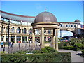 SE3055 : Victoria Shopping Centre by Colin Smith