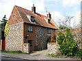 TG0536 : Flintwall Cottage by Evelyn Simak