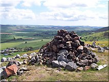 NT9529 : Cairn on the subsidiary summit of Akeld Hill by Geoff Holland