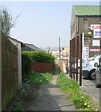 SE1527 : Footpath from Huddersfield Road to High Fernley Road by Betty Longbottom