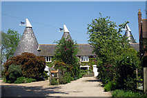 TQ9245 : Munday Oast, Egerton Road, Pluckley, Kent by Oast House Archive