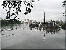 TQ2575 : River Thames at Wandsworth (1) by Nigel Cox