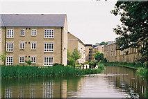 SE1115 : Below Lock No 9E, Milnsbridge, Huddersfield Narrow Canal by Dr Neil Clifton
