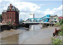 TA1029 : North Bridge, Hull by Paul Glazzard