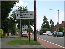 TL4661 : The approach to the junction with Milton Road by Colin Bell