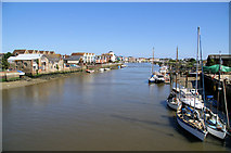 TQ0202 : River Arun, Littlehampton by Pierre Terre