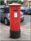 TQ2673 : Edward VIII postbox, Earlsfield Road / Dingwall Road, SW18 by Mike Quinn