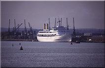 SU4011 : Southampton Western Docks by Chris Allen