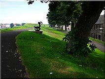 NT9953 : Berwick Upon Tweed town walls by Chris Gunns