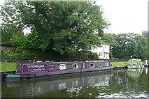 SU9677 : Narrowboat at Romney Lock by Graham Horn