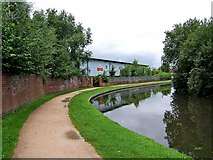 SO8277 : Staffordshire & Worcestershire Canal near Royal Mail Sorting Office by P L Chadwick