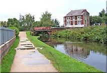 SO8277 : Limekiln Bridge, Staffordshire & Worcestershire Canal by P L Chadwick