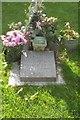 SU7682 : Dusty Springfield's grave by Rod Allday