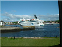 NZ3668 : Ferry entering the Tyne by Malcolm Carruthers